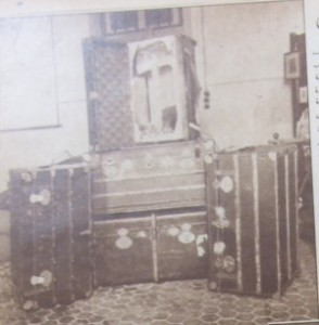 Luggage with double bottom used to smuggle drugs. Source: Al-Taif newspaper Al-Tzvar, 1930